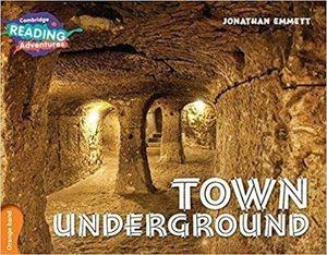 TOWN UNDERGROUND ORANGE BAND (CAMBRIDGE READING ADVENTURES)
