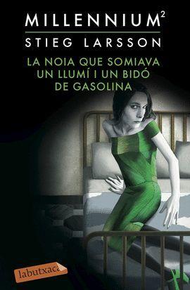 NOIA QUE SOMIAVA UN LLUMI I UN BIDÓ DE GASOLINA, LA